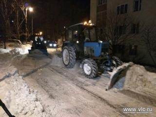 За ночь с улиц Владивостока вывезли 525 КамАЗов снега