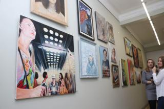 Фото: Екатерина Дымова / PRIMPRESS   Художники Приморья представили в «Артэтаже» автопортреты