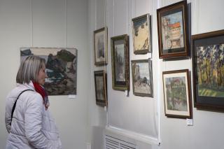 Фото: Екатерина Дымова / PRIMPRESS | Масло, акварель, офорт: выставка художника-юбиляра открылась во Владивостоке