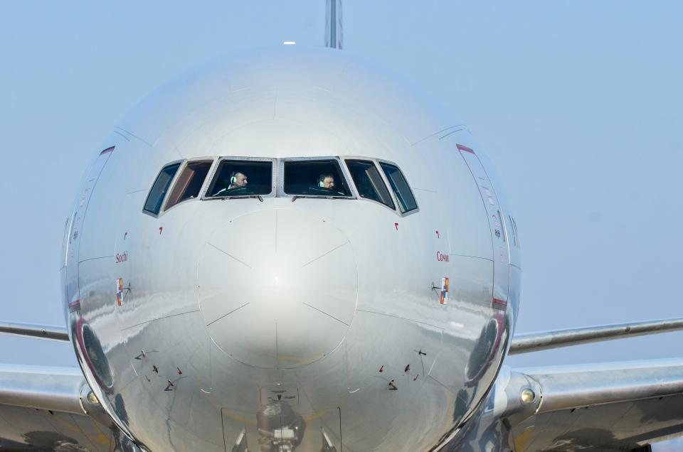 «Только что в аэропорту упал самолет»