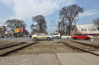 На сутки во Владивостоке перекроют железнодорожный переезд