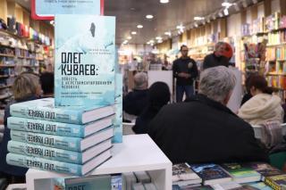 Фото: Екатерина Дымова / PRIMPRESS   Василий Авченко презентовал свою новую книгу во Владивостоке