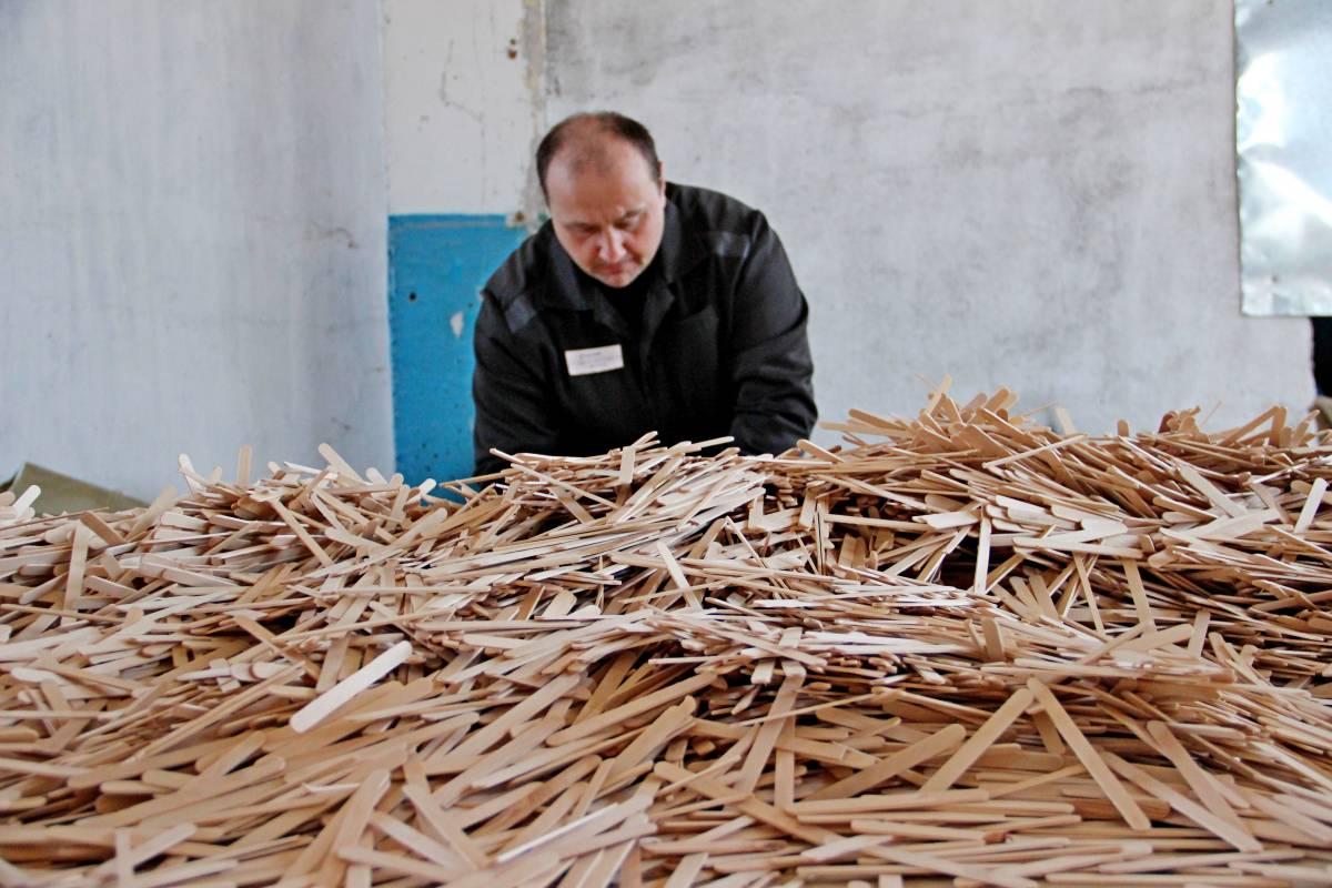 В приморской колонии открылся завод по производству пищевых палочек