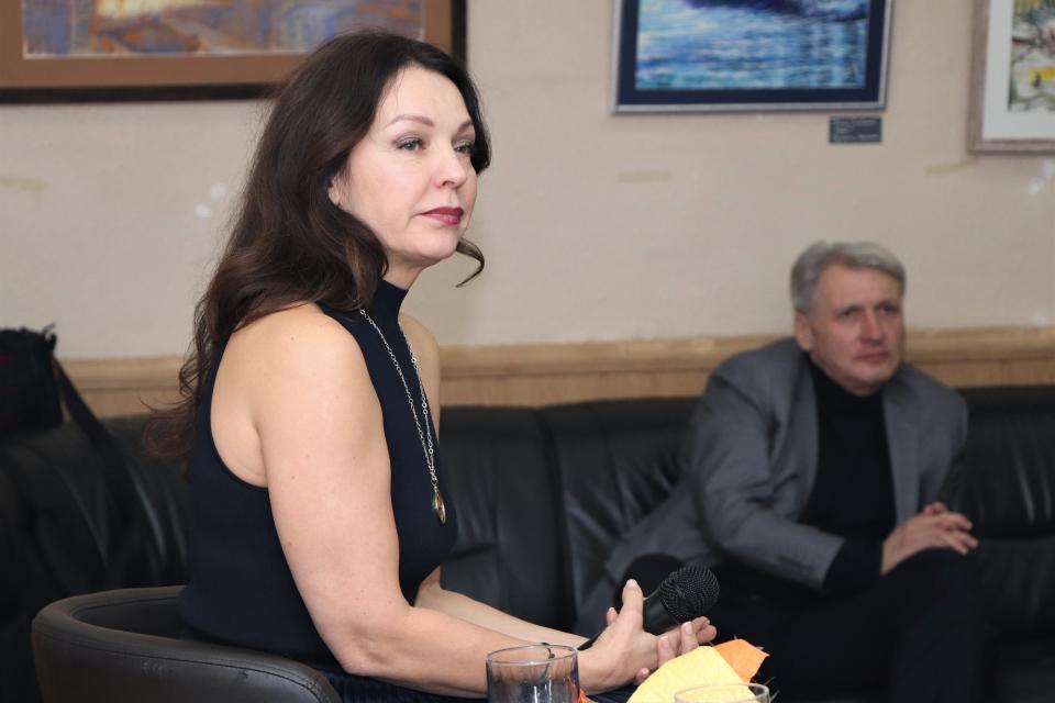 Лариса Белоброва: «Артист не может достоверно сыграть того, чего не пережил»