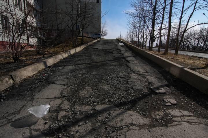 Активисты Владивостока призывают горожан самим бороться с ямами на дорогах