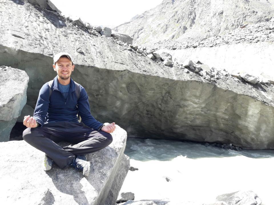«Однажды я гулял наедине с медведем, когда ходил к озеру Куйгук на Алтае»