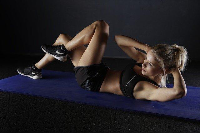 МЧС дало рекомендации, как поддерживать физическую активность тем, кто в самоизоляции