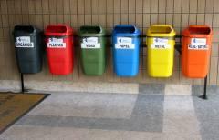 Жителей Владивостока приучают сортировать мусор