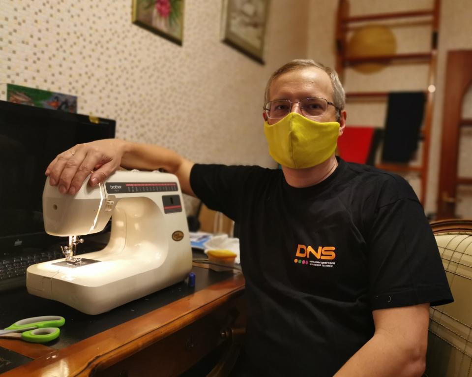 «Коронавирус не пройдет»: приморский миллиардер сел шить медицинские маски