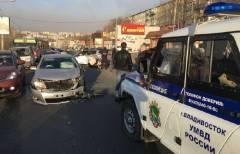 Во Владивостоке таксист совершил три ДТП и похитил иномарку