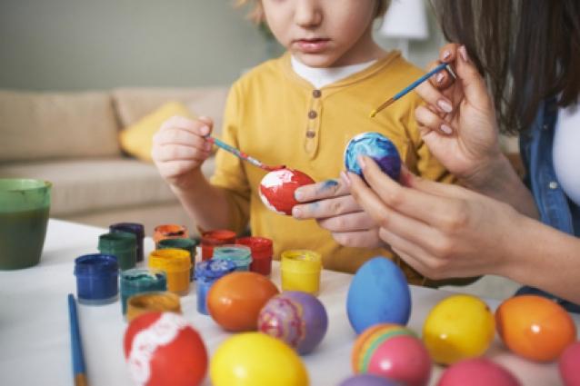 Сделай сам: как украсить яйца к Пасхе своими руками