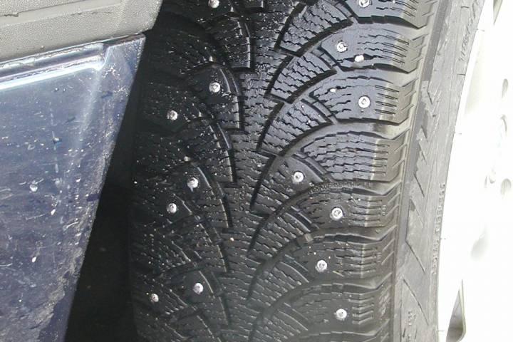Автолюбителей на шипованной резине без знака «Шипы» пока не штрафуют в Приморье