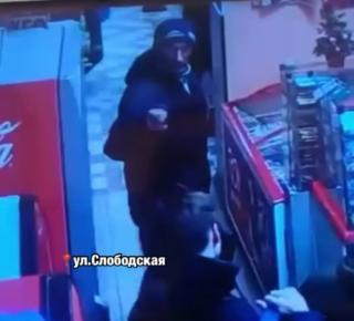 фото В Приморье мужчина избил подростка в одном из магазинов