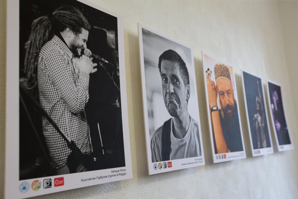 С конца 80-х годов и по сей день: во Владивостоке открылась выставка «Все это рок-н-ролл»