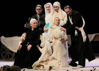 Фото: gorkytheater.ru | Спектакль-легенда: «Поминальная молитва» отмечает 20-летие