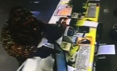 Во Владивостоке мужчина ограбил салон сотовой связи