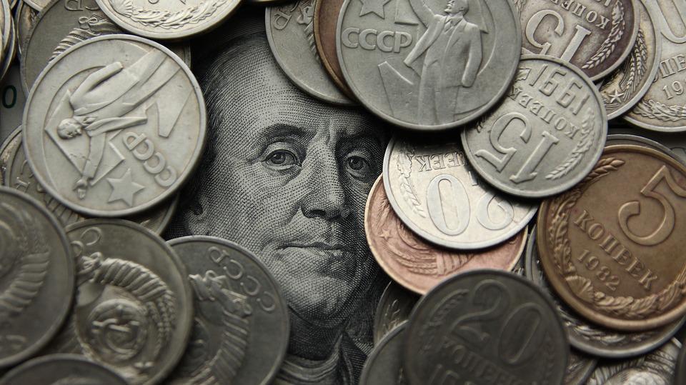 Доллар иевро снизились относительно рубля