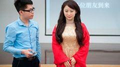 Китайские инженеры создали женщину-робота, способную кокетничать