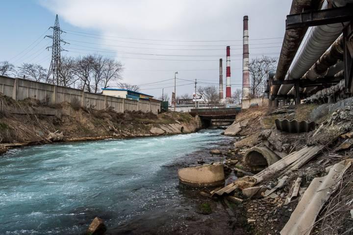 Канализационные реки, мусорные берега - это Владивосток