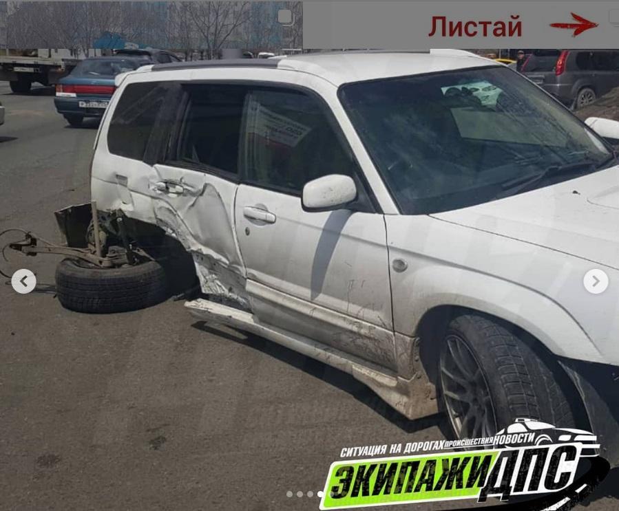 Минус колесо: Subaru и Honda Fit устроили кульбит-шоу во Владивостоке