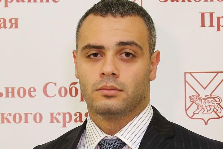 Приморский депутат задекларировал зарплату меньше, чем у уборщицы