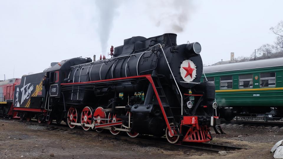 Во Владивостоке  железнодорожники приступили к наладке действующего советского паровоза