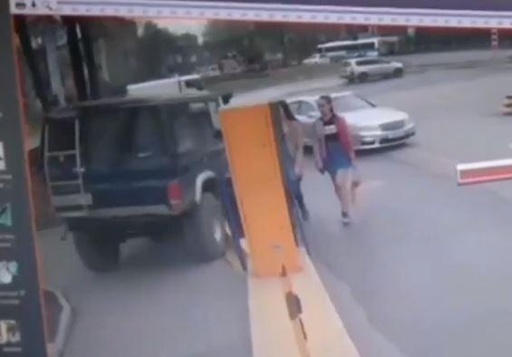 «Пошел напролом»: приморец на джипе психанул и сделал это