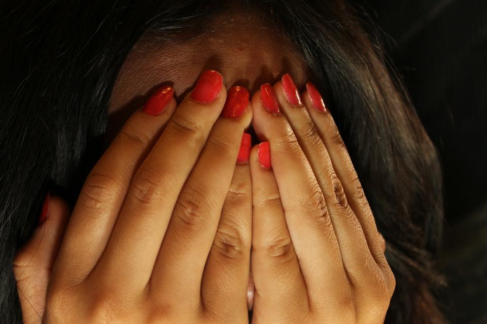 Жительницу Владивостока ограбили в торговом павильоне
