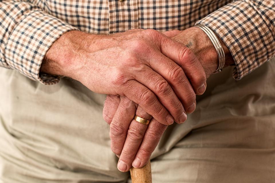 Дефицит растет: куда исчезли пенсии россиян