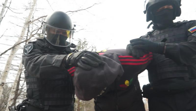 Во Владивостоке отряд специального назначения «Гром» задержал сотрудника ночного клуба