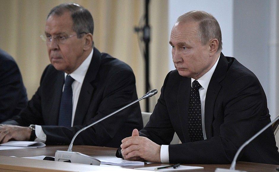 Путин поддержал идею о строительстве моста на остров Елена