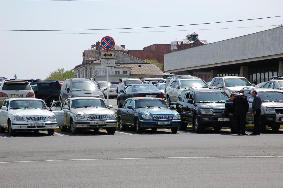 Администрация края закупит 10 черных легковых машин на 15 млн рублей