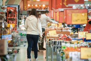 Фото: PRIMPRESS   Популярный супермаркет закрыли с применением силы во Владивостоке