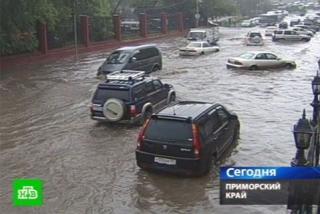 Фото: кадр телеканала НТВ | Сильный ливень будет идти 12 часов во Владивостоке: названа дата