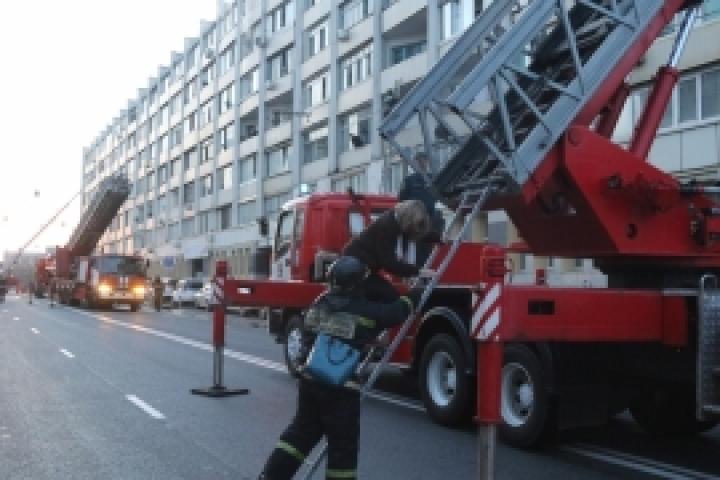ВоВладивостоке изгорящего дома эвакуировали 56 жильцов