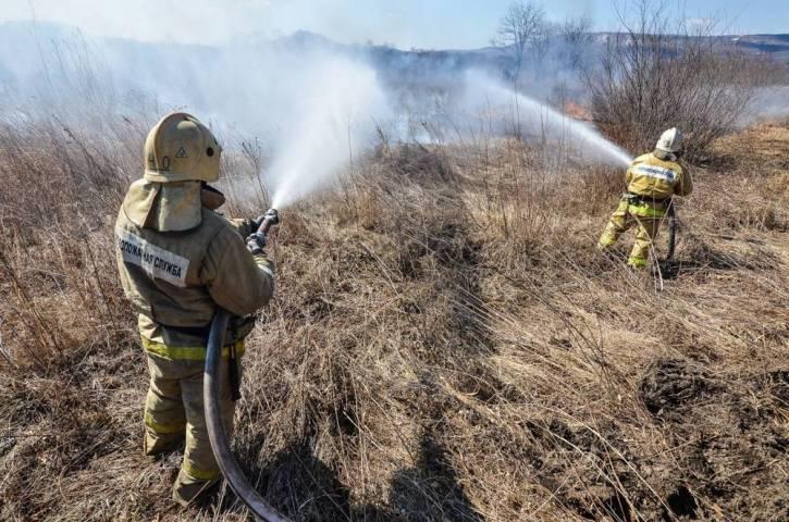 За прошедшие сутки вПриморском крае было потушено 14 пожаров