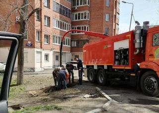 Фото: пресс-служба администрации Владивостока | Дорожные службы прочищают и промывают ливневую канализацию во Владивостоке