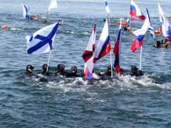 Во Владивостоке прошел массовый заплыв, посвященный Дню Победы