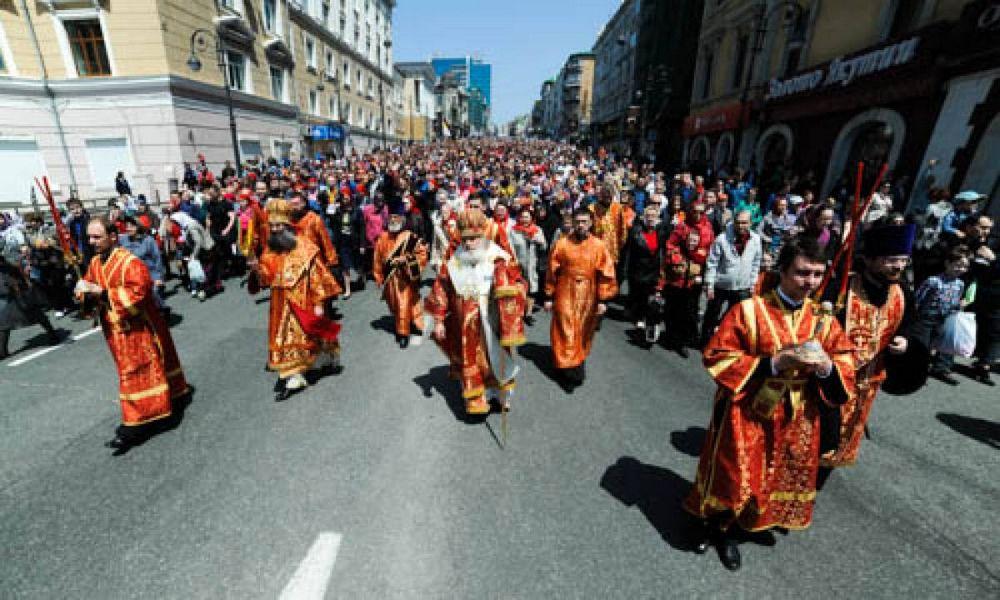 Во Владивостоке прошел пасхальный Крестный ход