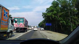 Фото: PRIMPRESS   «Деградация»: приморцев возмутило появление странного дорожного указателя