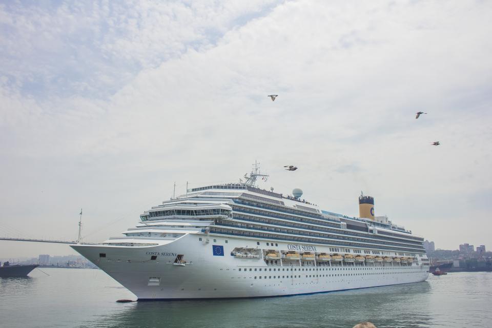 Впервые круизный лайнер Costa Serena прибыл во Владивосток
