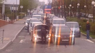 Фото: PRIMPRESS | Фото: нелепая авария в центре Владивостока серьезно осложнила движение