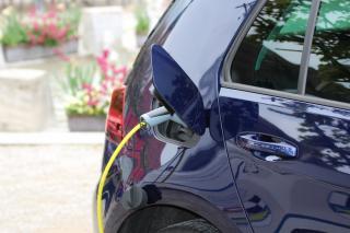 Фото: pixabay.com   Ученые придумали способ зарядки электромобилей на ходу