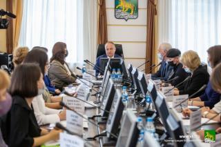 Фото: Анастасия Котлярова | Во Владивостоке участники круглого стола обсудили, как не допустить новых убийств в школах