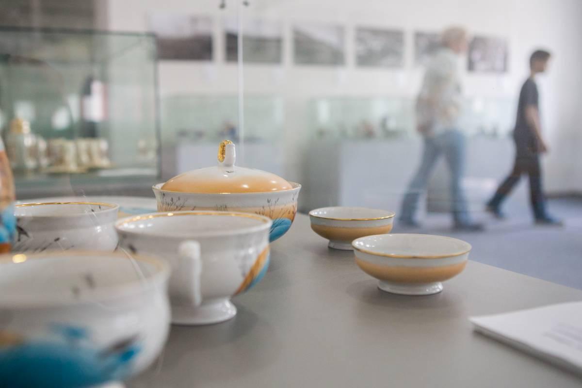 В Приморье открылась выставка о владивостокском фарфоре