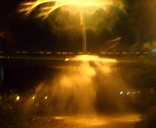 Фонтан кипятка стал испытанием для автолюбителей во Владивостоке