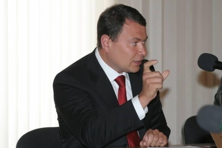 В предвыборную гонку вступили кандидаты, близкие к экс-мэру Владивостока