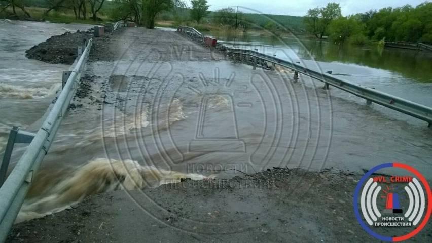 Движение повременной переправе через реку вУссурийске открыто для грузового транспорта