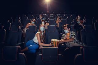 Фото: freepik.com   «Больше часа ждали»: в Сети пожаловались на популярный во Владивостоке кинотеатр