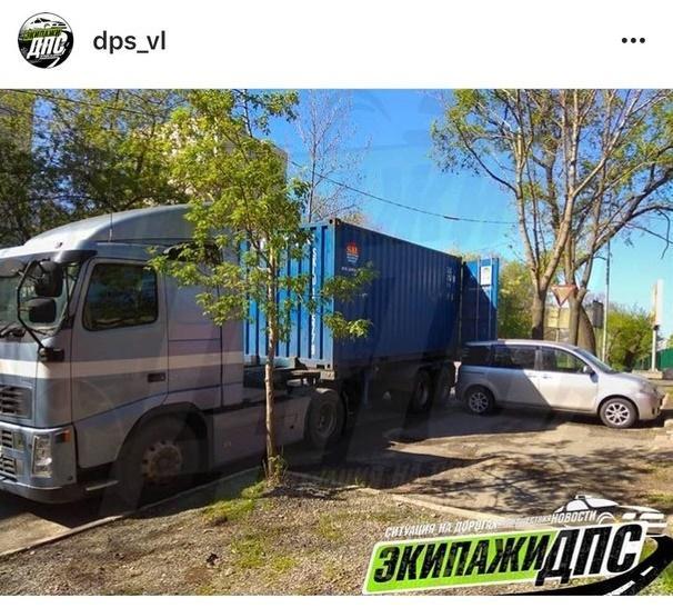 Необычное ДТП с участием фуры произошло во Владивостоке